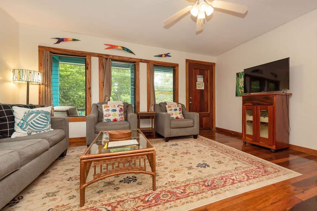 Barracuda House - Living Room 2